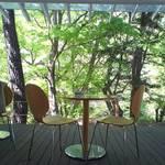森のカフエKISEKI - 新緑の季節はテラスが気持ち良い
