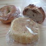 19296387 - プレーンベーグル イングリッシュマフィン 白イチジクのライ麦パン
