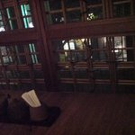 1930248 - 個室と格子戸。外は夜の並木通り