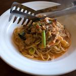 Trattoria & Pizza Banzo - 「あさり小松菜きのこのパスタ」。小盛りに見えますが濃厚なのでボリュームは結構。