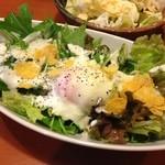 ニパチ - 半熟卵のシーザー風サラダ
