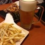 ニパチ - フライドポテト、生ビール(アサヒスーパードライ)、鳥のから揚げ