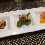 鉄板焼 南々西 - 前菜(グレープフルーツの生ハム巻き、オクラの和え物、豆腐蓉よう、海ブドウ)