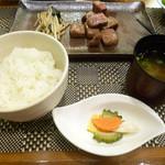 鉄板焼 南々西 - ご飯と漬け物