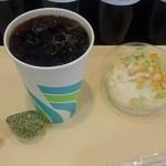 turtles - セットのアイスコーヒーとサラダ
