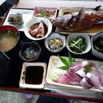 漁港めし - メニューはひとつだけ おまかせ御膳2000円