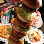 モンスターカフェ - タワーバーガー&ホールケーキ付きのパーティーコース