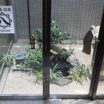 八 南青山 - 201306 八 B1に到着すると・・・「鹿威し」(゜o゜)!