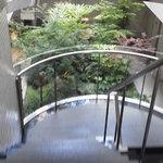 八 南青山 - 201306 八 階段を下りると・・・あら!素敵な庭園(*^_^*)