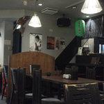 八 南青山 - 201306 八 店内⇒(厨房&カウンターが見えます