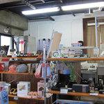 SOBA やぶさち - 地元の作家さんが制作したお洒落な雑貨が並ぶ店内。