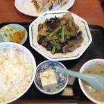 精陽軒 - 茄子と肉の炒め定食全景