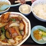 19331976 - 酢豚定食全景