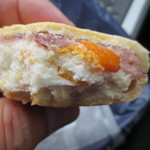 うすかわ饅頭儀平 - 大島の金柑の皮がそのまま入ってました