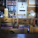 あづま - テーブル席