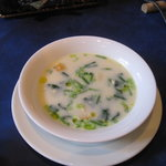 レストラン エヌ.ルトゥール - ほうれん草・卵・パルメザンチーズのスープ