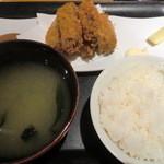 19341162 - カキフライ定食 800円