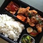 ルセット シェ イイナ - 若どりのカツレツ弁当 600円。