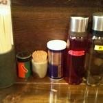 油そば 椿 - テーブルセット