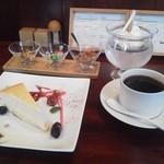 渡邉喫茶 - その日のケーキセット 650円。オプションが素敵。