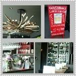 カフェゴーサンブランチ - wineがたくさん並ぶ店内☆*       左下はlunchの飲み放題のwine!