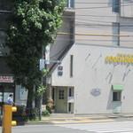 ココ &ダック - 高井戸交番信号そばです