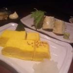 19354222 - 卵焼きと、海老とクリームチーズの湯葉巻き。左奥はエイヒレです。