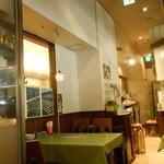 Oyster Bar ジャックポット - テーブルは小さい