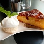 エフィッシュ - 料理写真:オレンジケーキ(アイス添え)
