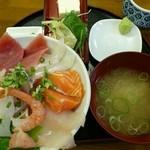 さかな食人 - 料理写真:海鮮丼(ランチ780円)