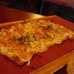 フランス家庭料理  グランダミ - グラン・ダミ名物のタルトフランベ!アルザス地方の薄くてパリパリのピッツアです!