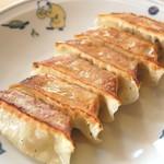 テンホウ - 料理写真:昭和31年の創業から守り続けている、独特な味わいのぎょうざです。