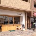 パンクープ - お店外観。この建物向かっていちばん左端に車椅子も上がれるスロープあり