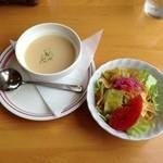 レストラン アルタ - セットのスープとサラダ