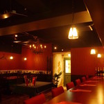 フランス家庭料理  グランダミ - 緑の扉がチャームポイント!ボックスとカウンターの席間が広いのも特徴です!