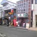 19365692 - 阪急豊津駅から江坂駅方面行(一方通行のバス道)の道路沿い・右手にあります。