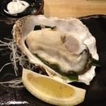 天ぷら てんかつ - 厚岸の生牡蠣、天ぷらもめちゃ美味♪