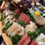 いけの - 料理写真:伊勢エビの活き造りと船盛り