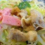 井手ちゃんぽん - 「豚肉」以外に「カマボコ」と「魚天」をミックス
