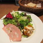 Kagurazaka Italian - 前菜2種とサラダのプレート、自家製フォカッチャ