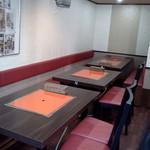 びびこ - テーブル席の並び