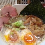 ラー麺 陽はまた昇る - 醤油ラーメン(並)卵入