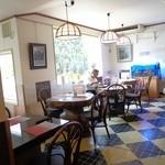 喫茶ラヴェンダー - 御影石のテーブル