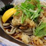 丼 お多福 - 冷しとり天うどん(870円) 出汁つゆ・具材