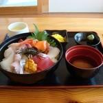 ファミリー回転寿司 いきいき - 海鮮丼1380円