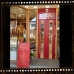 小堀菓舗 - 赤い扉が可愛いです♡