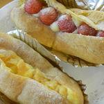 パン工房 クランベリー - チョコレートクリーム、ふじりんご、サワーチーズクリーム。しゅうくりーむはじめました。