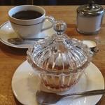 喫茶fe カフェっさ - 自家製プリンと本日のおすすめコーヒー(なすがまま)