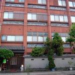 お多津 - 駅から歩いて数分で山洋旅館に到着です。お店は1階の左側にあります。