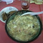 明洋軒 - お勧めの天津飯ですが左上の小皿は違います。2009年8月2日、17:00撮影